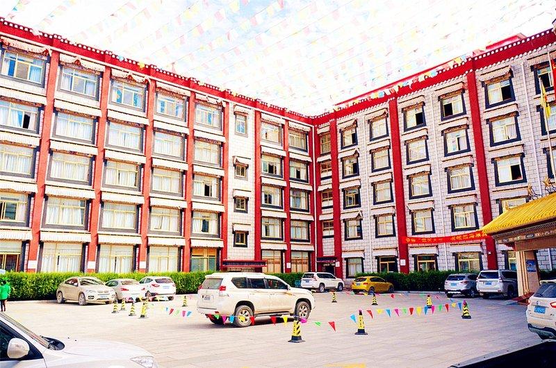 日喀则达热瓦大酒店外观