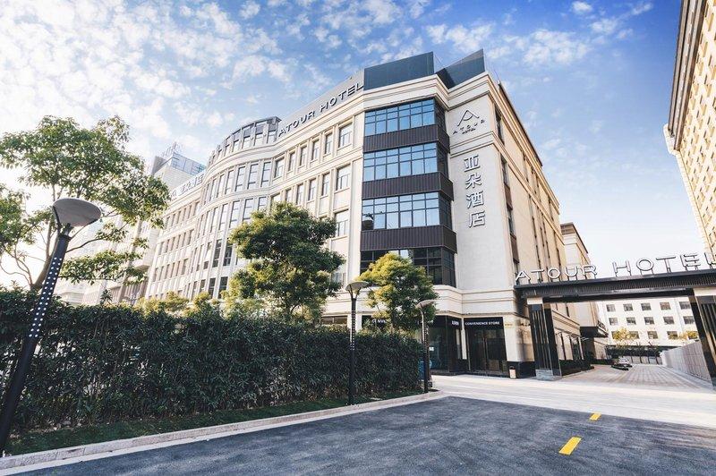 上海虹桥国展中心闵北路亚朵酒店外观