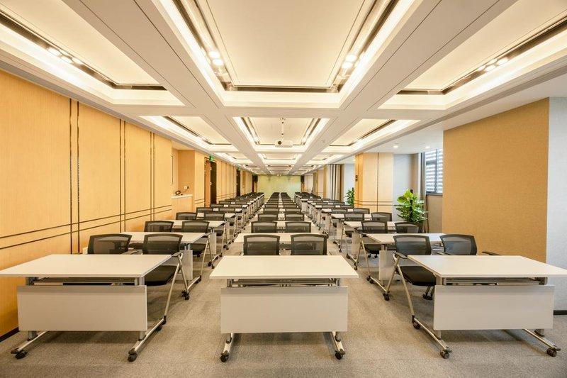 长沙高铁南站亚朵酒店会议室